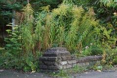 Les ruines d'une vieille barrière en pierre de brique photos stock