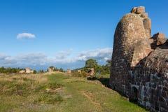 Les ruines d'une vieille forteresse Photos stock
