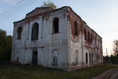 Les ruines de l'église détruite Photographie stock libre de droits