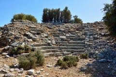 Les ruines de l'amphithéâtre dans le site antique d'AMOs près de Marmaris recourent Image stock