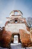 Les ruines de la vieille église abandonnée en Lithuanie Seigneur de Rudamina d'église de conversion Images stock