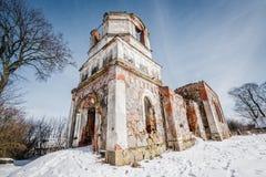 Les ruines de la vieille église abandonnée en Lithuanie Seigneur de Rudamina d'église de conversion Images libres de droits