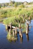 Les ruines de la vieille passerelle, ouvre une session l'eau (2) photo libre de droits