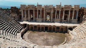 Les ruines de vieux débris de ville d'amphithéâtre turc Attraction archéologique Ville antique Hierapolis près de Marmaris clips vidéos