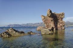 Les ruines du château émerge de la mer Photos libres de droits