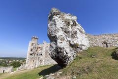 Les ruines du château médiéval du 14ème siècle, le château d'Ogrodzieniec, traînée d'Eagles niche, Podzamcze, Pologne Image libre de droits