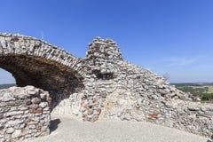 Les ruines du château médiéval du 14ème siècle, le château d'Ogrodzieniec, traînée d'Eagles niche, Podzamcze, Pologne Image stock