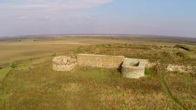 Les ruines du règlement antique Dinogetia, vue aérienne de Geto-Dacian banque de vidéos