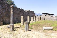 Les ruines excavées du temple dorique photographie stock