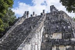 Les ruines maya antiques superficielles par les agents de bâtiment de Maya Civilization Image stock