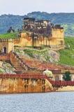 Les ruines structurent à l'intérieur du fort ambre Images libres de droits