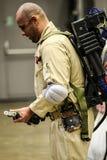 Les séries de photographie à la convention comique d'escroquerie, sur Ghostbuster aiment des personnes images stock