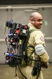 Les séries de photographie à la convention comique d'escroquerie, sur Ghostbuster aiment des personnes photo stock