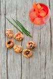 Les salades de thon sur le pain et Aperol Spritz Image libre de droits