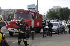 Les sapeurs-pompiers dans l'action Photos libres de droits