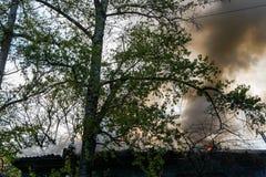 Les sapeurs-pompiers s'éteignent le feu photos libres de droits