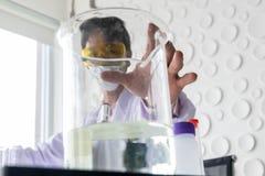 Les scientifiques travaillent photo libre de droits