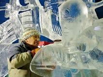Les sculpteurs de glace créent des sculptures en glace pendant le Winterlude Photo libre de droits