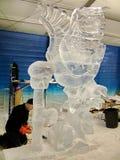 Les sculpteurs de glace créent des sculptures en glace pendant le Winterlude Photographie stock