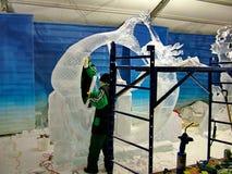 Les sculpteurs de glace créent des sculptures en glace pendant le Winterlude Photos stock