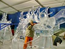 Les sculpteurs de glace créent des sculptures en glace pendant le Winterlude Images stock