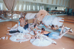 Les sept ballerines contre la barre de ballet Photo libre de droits