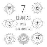 Les sept chakras avec des incantations de bija ont placé le style sur le fond blanc Pour la conception, associé à du yoga et à l' Photo stock