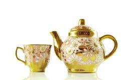 Les services à thé se ferment d'isolement sur le fond blanc photos stock