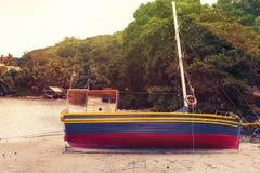 Les Seychelles tropicales Bateaux sur l'île Mahe Photographie stock libre de droits