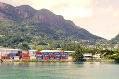 Les Seychelles tropicales Embarque des conteiners sur l'île Mahe Photos libres de droits