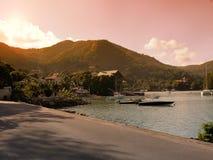 Les Seychelles tropicales Palmiers et Océan Indien d'île de Praslin au coucher du soleil Photo libre de droits