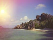 Les Seychelles tropicales Palmiers sur la La Digue Photographie stock