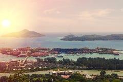 Les Seychelles tropicales Palmiers sur le Mahe Photos stock