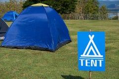 Les signes indiquent le point de tente photos libres de droits