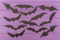 Les silhouettes de Halloween de battes coupées du papier Images libres de droits