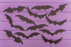Les silhouettes de Halloween de battes coupées du papier Photo libre de droits