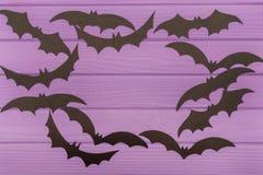 Les silhouettes de Halloween ont coupé du papier fait en cadre rond Images stock