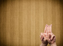 Les smiley heureux de doigt avec la rayure de vintage wallpaper le fond Image libre de droits