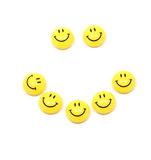 les smiley heureux de visage lèvent le jaune Photos stock
