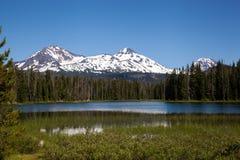 Les soeurs et le lac Scott Photographie stock libre de droits