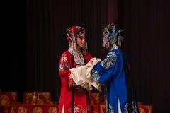 """Les soeurs parlent des généraux de femmes de Pékin Opera"""" de  de € de Yang Familyâ Photo libre de droits"""