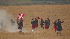Les soldats d'empire russe ont tir? un soldat d'un d?tachement de l'empire d'Ottoman banque de vidéos