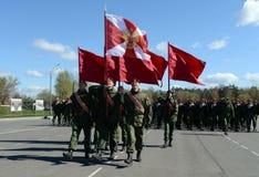 Les soldats des troupes internes du MIA de la Russie disposent à défiler sur la place rouge Images stock