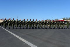 Les soldats des troupes internes du MIA de la Russie disposent à défiler sur la place rouge Photo libre de droits