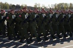 Les soldats des troupes internes du MIA de la Russie disposent à défiler sur la place rouge Photos stock