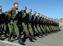 Les soldats des troupes internes du MIA de la Russie disposent à défiler sur la place rouge Photos libres de droits