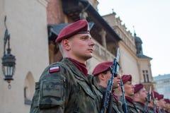 Les soldats polonais sur la garde de la cérémonie est le voeu des premières classes du lycée de janv. III Sobieski Images libres de droits