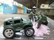 les soldats trouvent des fossiles photos stock