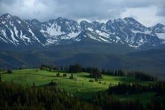 Les sommets de montagne images stock