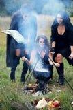 Les sorcières créent avec le breuvage magique Photographie stock libre de droits